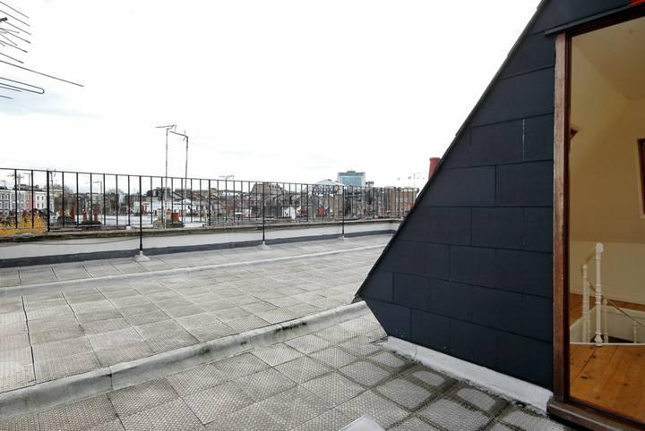 <b>Roof Terrace</b><span class='dims'> 33 x 25 (10.06 x 7.62m)</span>