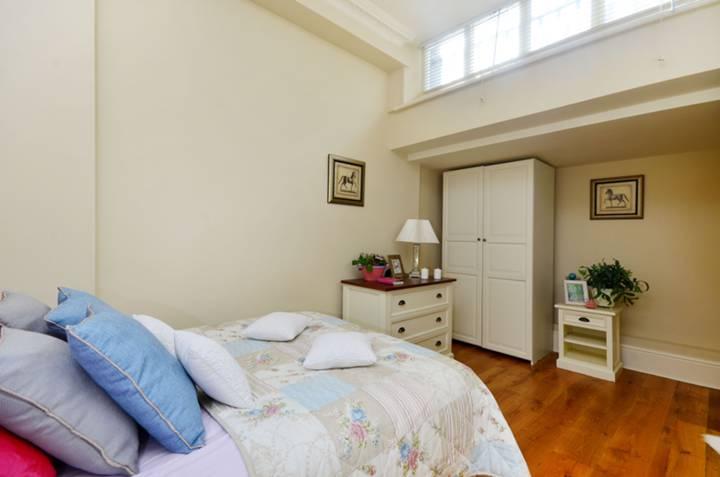 <b>Third Bedroom</b><span class='dims'> 16&#39; x 9&#39;3 (4.88 x 2.82m)</span>
