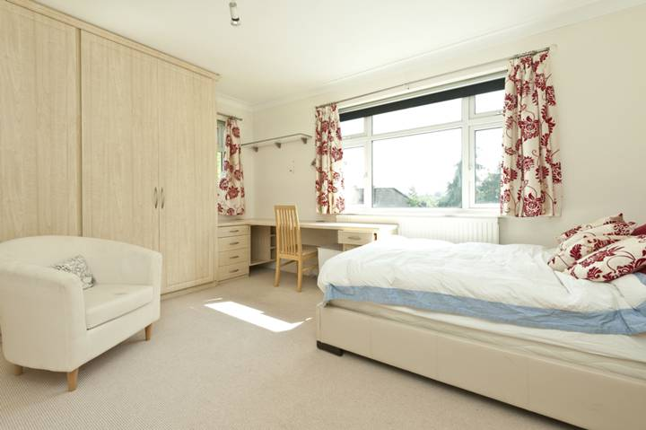 <b>Second Bedroom</b><span class='dims'> 15&#39;9 x 12&#39;5 (4.80 x 3.78m)</span>
