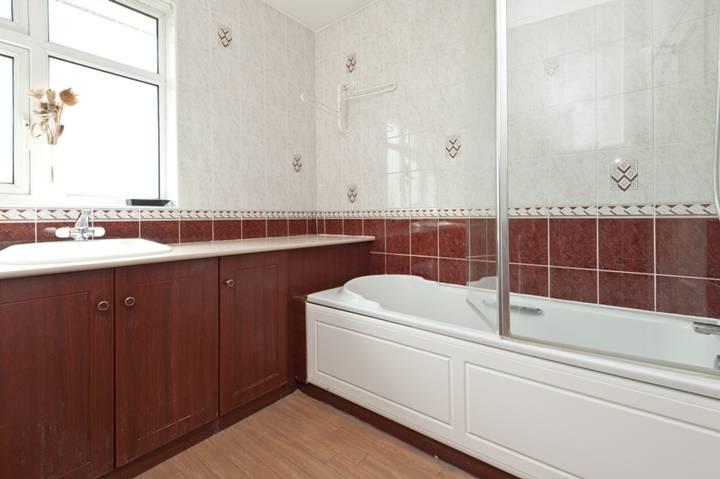 <b>Bathroom</b><span class='dims'> 8&#39;3 x 7&#39;11 (2.51 x 2.41m)</span>