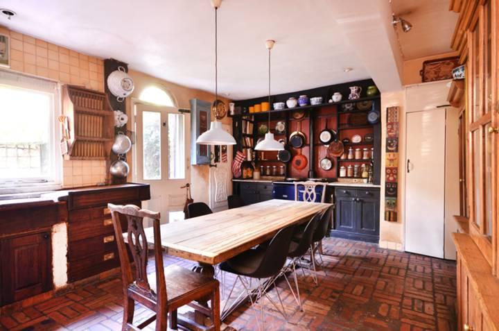 Kitchen in E1