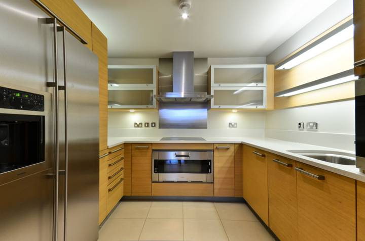 <b>Kitchen</b><span class='dims'> 9&#39;9 x 9&#39;4 (2.97 x 2.84m)</span>