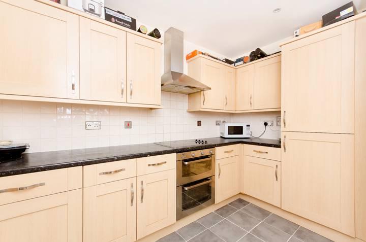 <b>Kitchen</b><span class='dims'> 12'7 x 6' (3.84 x 1.83m)</span>