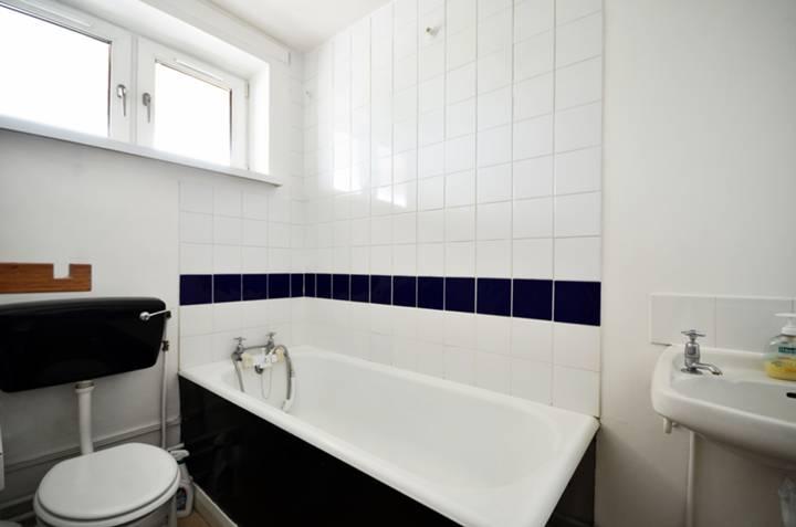 <b>Bathroom</b><span class='dims'> 8&#39;4 x 7&#39;1 (2.54 x 2.16m)</span>