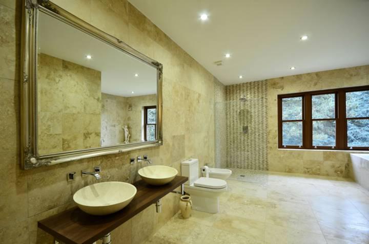 Bathroom in N20