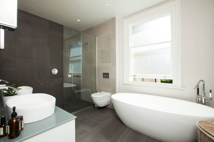 En Suite Bathroom in SW16