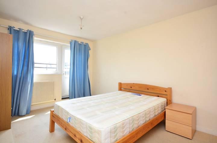 <b>Second Bedroom</b><span class='dims'> 13' x 10'4 (3.96 x 3.15m)</span>