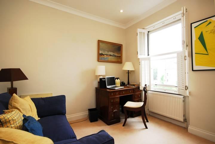 <b>Second Bedroom</b><span class='dims'> 10&#39;3 x 9&#39;10 (3.12 x 3.00m)</span>