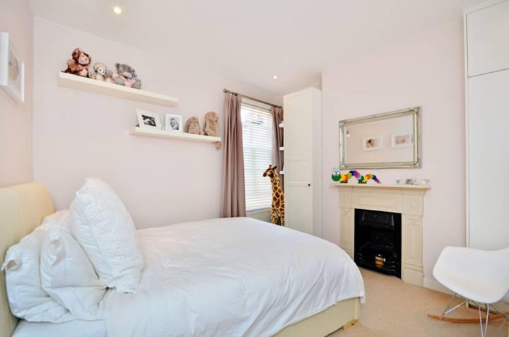 <b>Second Bedroom</b><span class='dims'> 13' x 11'11 (3.96 x 3.63m)</span>