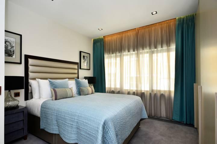 <b>Master Bedroom</b><span class='dims'> 13'10 x 11' (4.22 x 3.35m)</span>