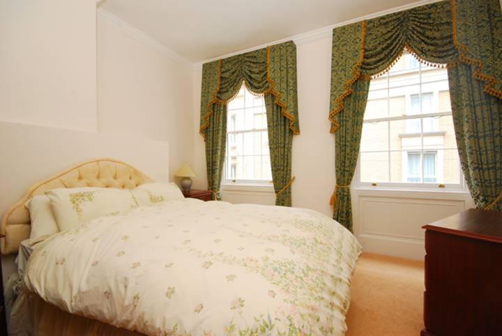 <b>Second Bedroom</b><span class='dims'> 12'9 x 12'8 (3.89 x 3.86m)</span>