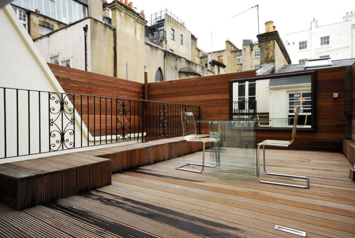 <b>Terrace</b><span class='dims'> 16'6 x 11'6 (5.03 x 3.51m)</span>