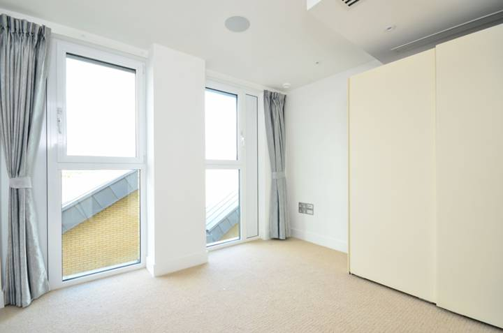 <b>Master Bedroom</b><span class='dims'> 11&#39;5 x 10&#39;4 (3.48 x 3.15m)</span>