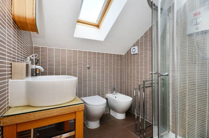 En Suite Shower Room in SW16