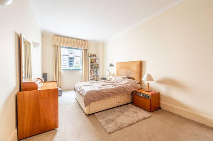 <b>Kitchen</b><span class='dims'> 8&#39; x 7&#39;6 (2.44 x 2.29m)</span>