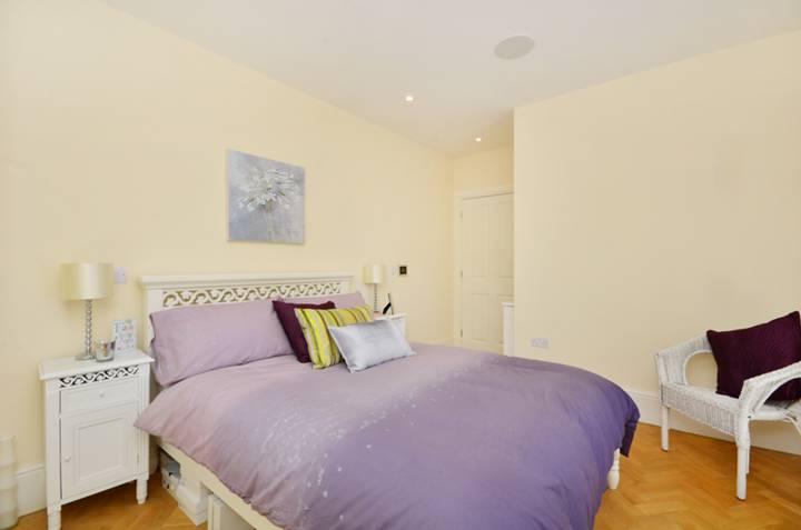 <b>Third Bedroom</b><span class='dims'> 11&#39;2 x 9&#39;10 (3.40 x 3.00m)</span>