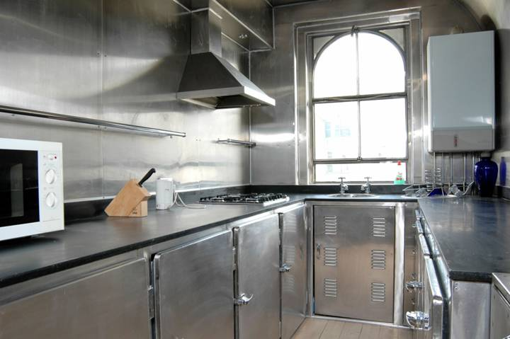 <b>Kitchen</b><span class='dims'></span>