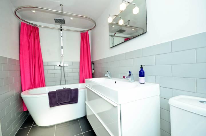 En Suite Bathroom in NW10