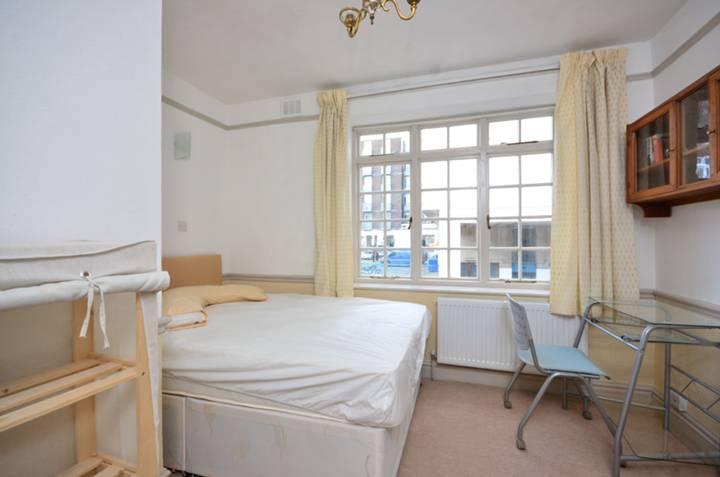 <b>Third Bedroom</b><span class='dims'> 11'6 x 10'4 (3.51 x 3.15m)</span>