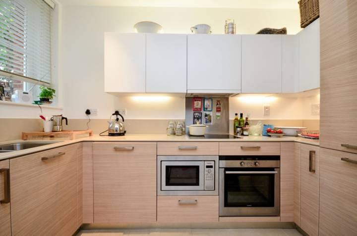 <b>Kitchen</b><span class='dims'> 11'6 x 5'3 (3.51 x 1.60m)</span>