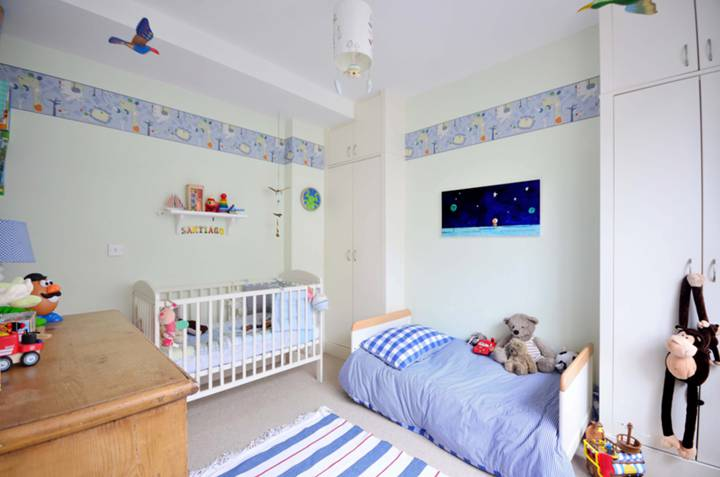 <b>Second Bedroom</b><span class='dims'> 12'1 x 10'1 (3.68 x 3.07m)</span>
