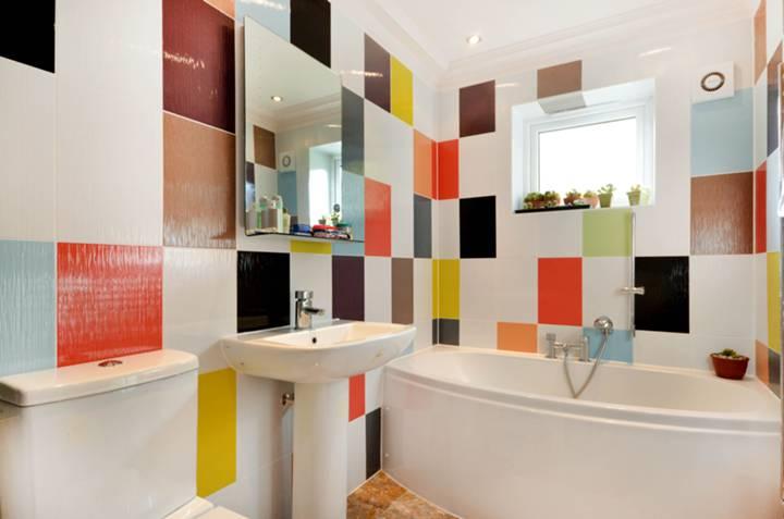 <b>Second En Suite Bathroom</b><span class='dims'> 8'3 x 5'6 (2.51 x 1.68m)</span>