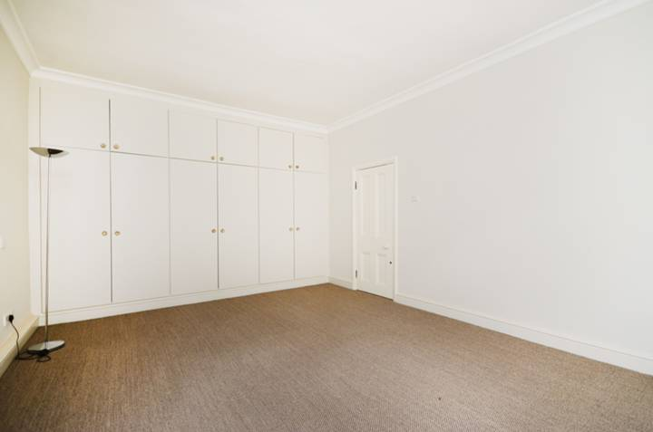 <b>Bedroom</b><span class='dims'> 20'2 x 13'2 (6.15 x 4.01m)</span>