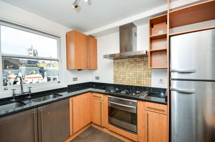 <b>Kitchen</b><span class='dims'> 9'5 x 8'10 (2.87 x 2.69m)</span>