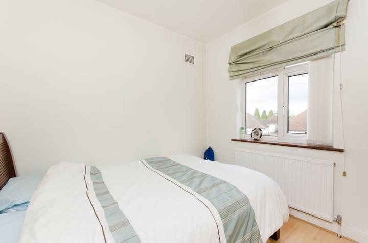 <b>Third Bedroom</b><span class='dims'> 9&#39; x 8&#39;9 (2.74 x 2.67m)</span>