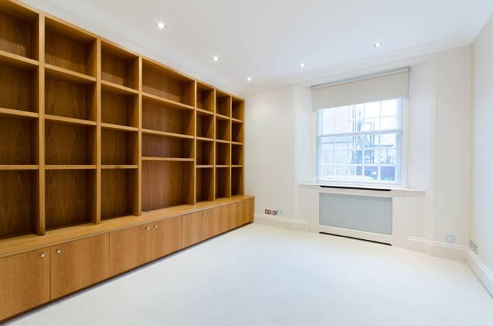 <b>Third Bedroom</b><span class='dims'> 13'10 x 12' (4.22 x 3.66m)</span>