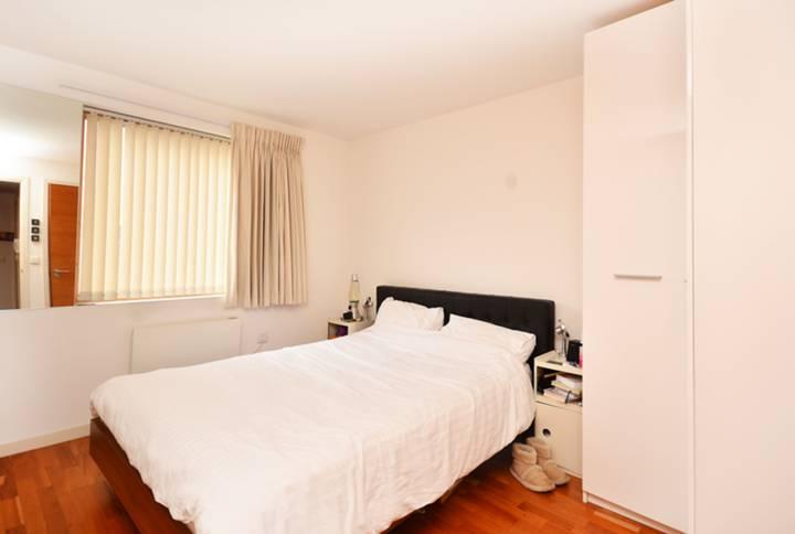 <b>Master Bedroom</b><span class='dims'> 11'11 x 10'7 (3.63 x 3.23m)</span>