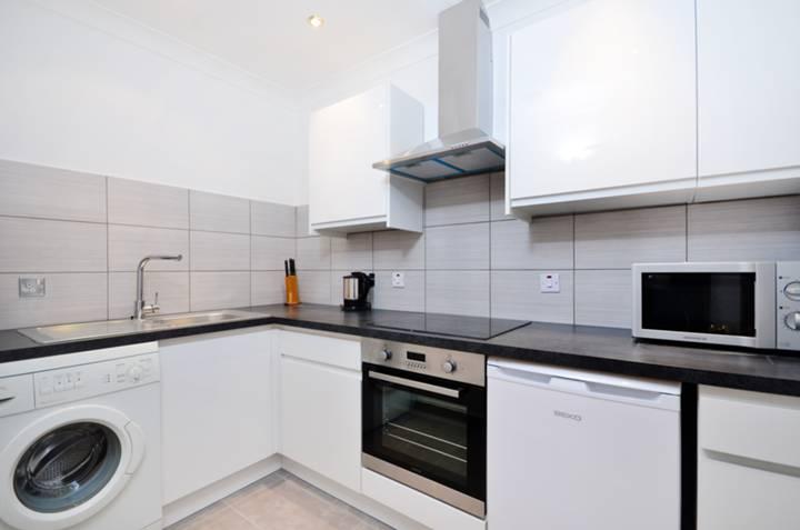 <b>Kitchen</b><span class='dims'> 9'1 x 5'10 (2.77 x 1.78m)</span>