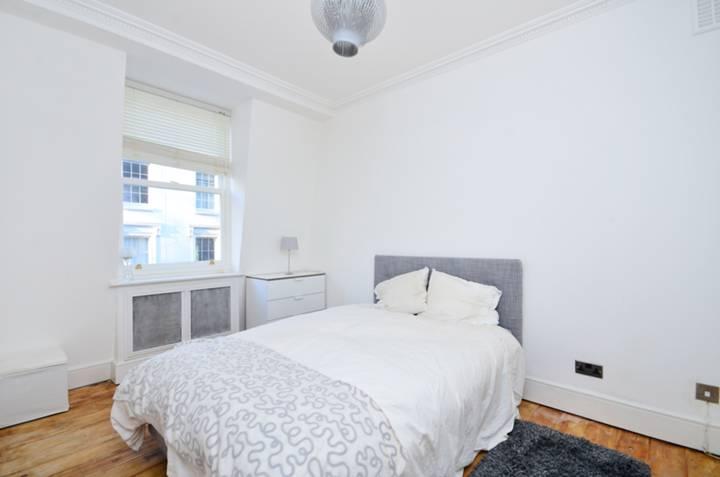 <b>Second Bedroom</b><span class='dims'> 12'5 x 8'6 (3.78 x 2.59m)</span>
