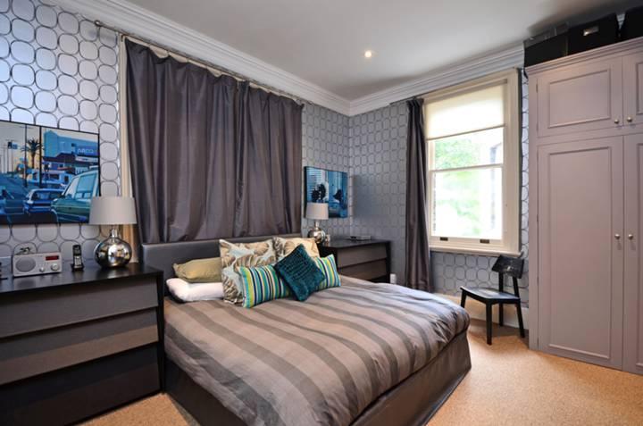 <b>Master Bedroom</b><span class='dims'> 14'7 x 12'7 (4.44 x 3.84m)</span>