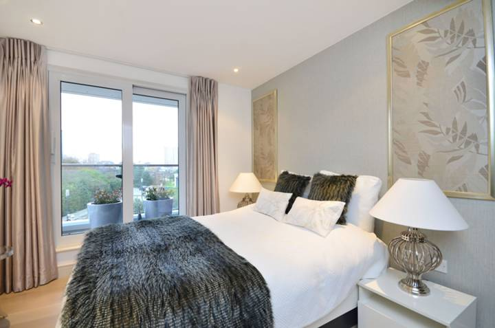 <b>Second Bedroom</b><span class='dims'> 12'5 x 9'9 (3.78 x 2.97m)</span>