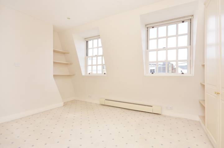 <b>Second Bedroom</b><span class='dims'> 15' x 10' (4.57 x 3.05m)</span>