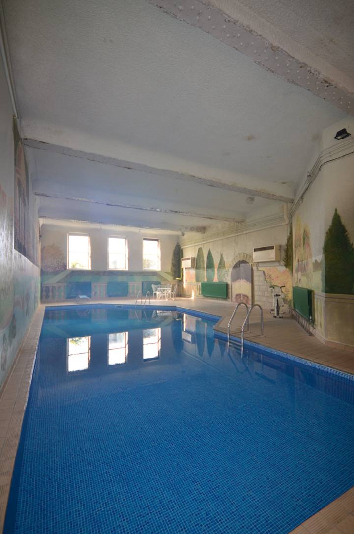 Communal Swimming Pool in KT16