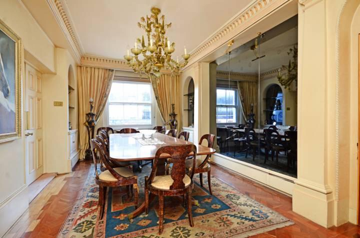 <b>Dining Room</b><span class='dims'> 25&#39;3 x 10&#39;11 (7.70 x 3.33m)</span>