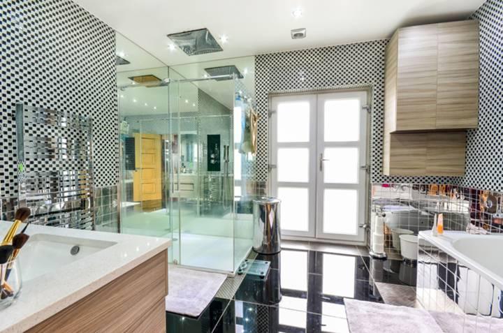 En Suite Bathroom in NW5