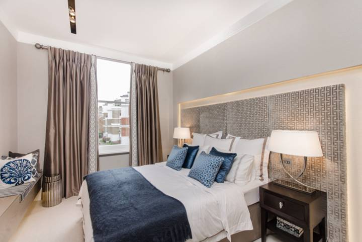 Master Bedroom in W8