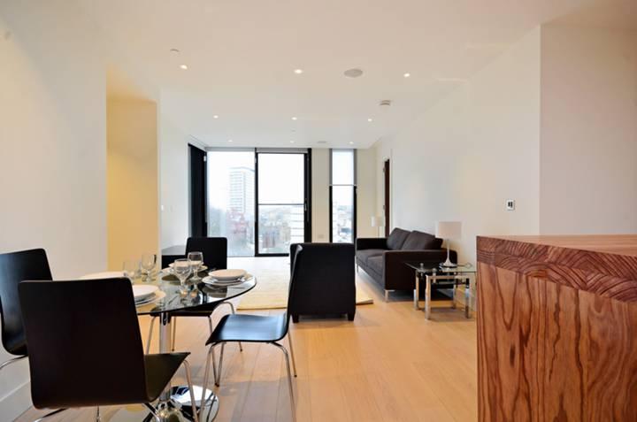 <b>Reception Room</b><span class='dims'> 33'5 x 15'9 (10.19 x 4.80m)</span>