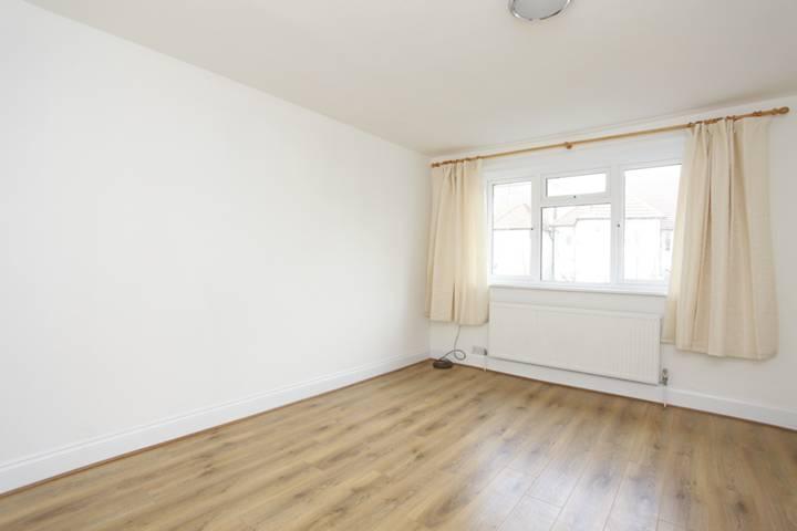 <b>Second Bedroom</b><span class='dims'> 14&#39;8 x 11&#39;1 (4.47 x 3.38m)</span>