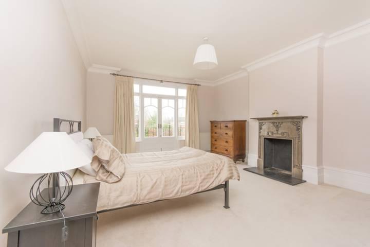 <b>Second Bedroom</b><span class='dims'> 18'6 x 14'5 (5.64 x 4.39m)</span>