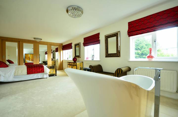Master Bedroom in EN2