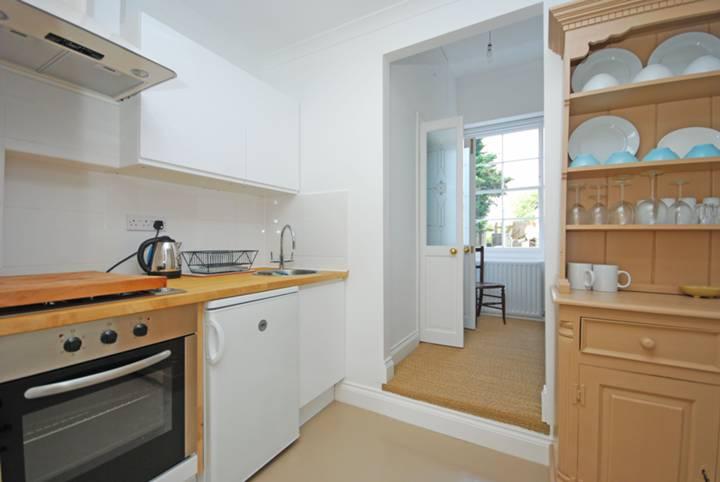 <b>Kitchen</b><span class='dims'> 11'4 x 5'7 (3.45 x 1.70m)</span>