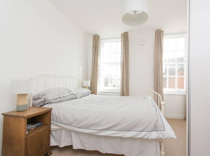 <b>Second Bedroom</b><span class='dims'> 14'6 x 8'2 (4.42 x 2.49m)</span>