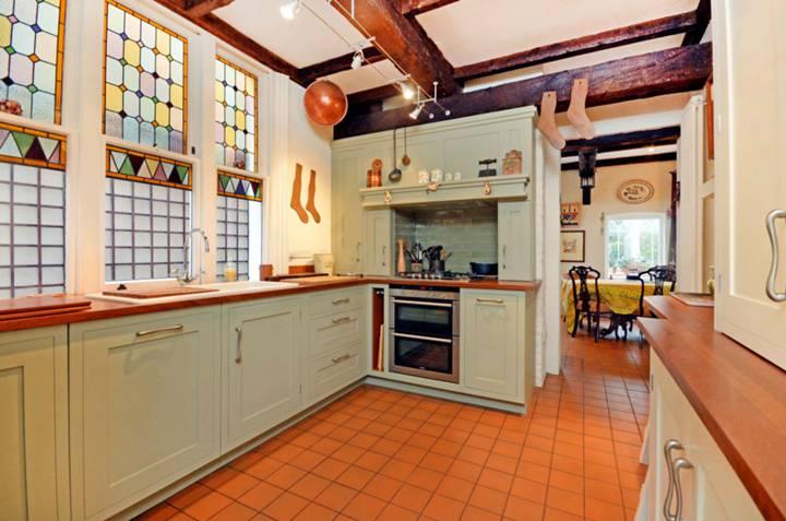 Kitchen/Breakfast Room in SW14