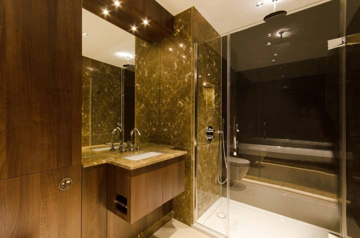En Suite Bathroom in W5