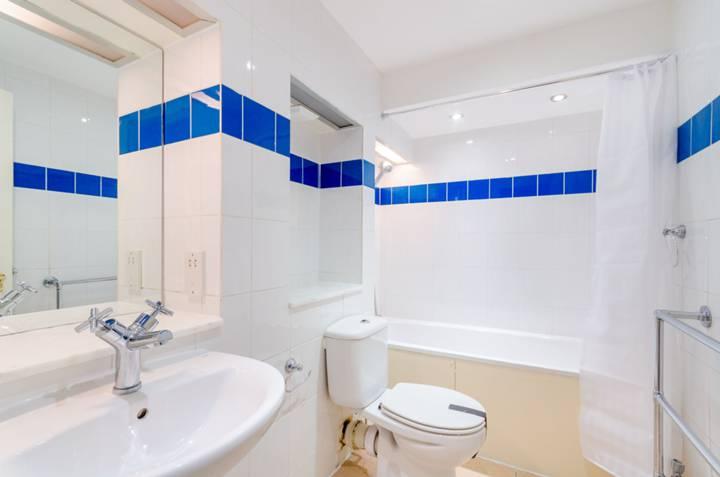 <b>Fourth En Suite Bathroom</b><span class='dims'></span>