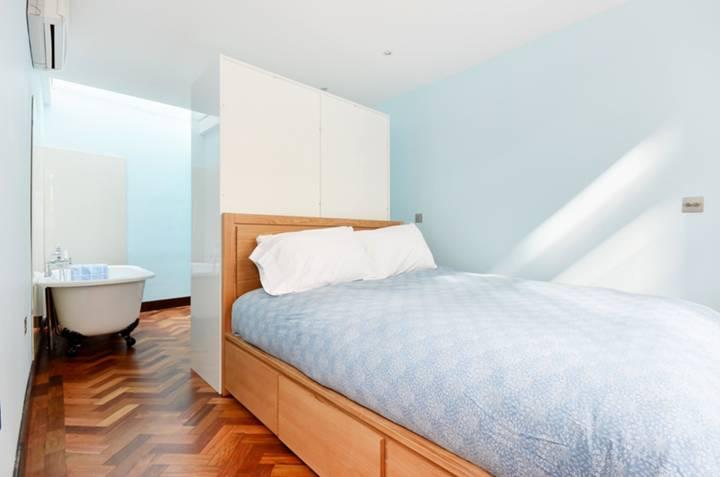<b>Bedroom Suite</b><span class='dims'></span>